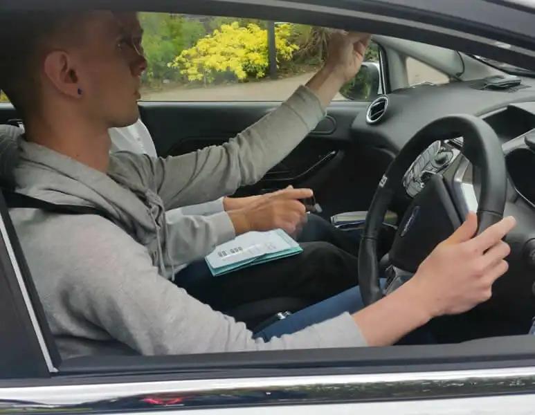 carl-driving